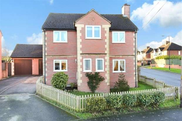 4 Bedrooms Detached House for sale in Hillwood Lane