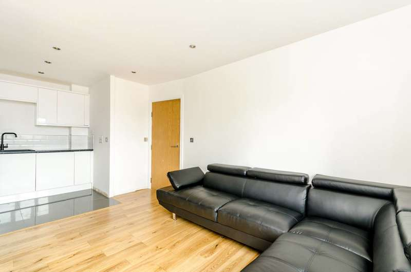 2 Bedrooms Flat for sale in Curness Street, Lewisham, SE13