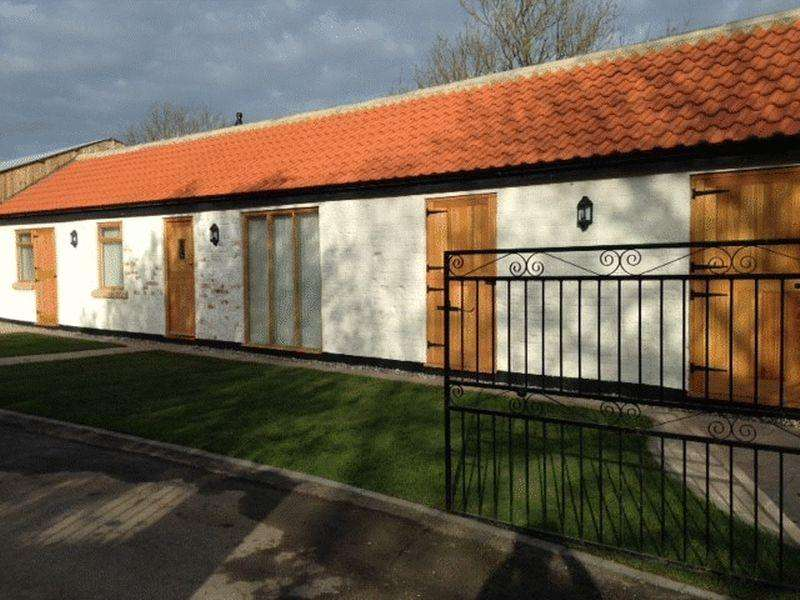2 Bedrooms Barn Conversion Character Property for rent in Whinney Hill, Stockton