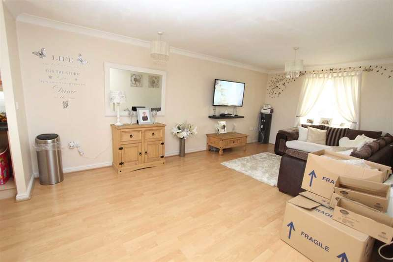 2 Bedrooms Apartment Flat for sale in Ambleside, London Road, Purfleet