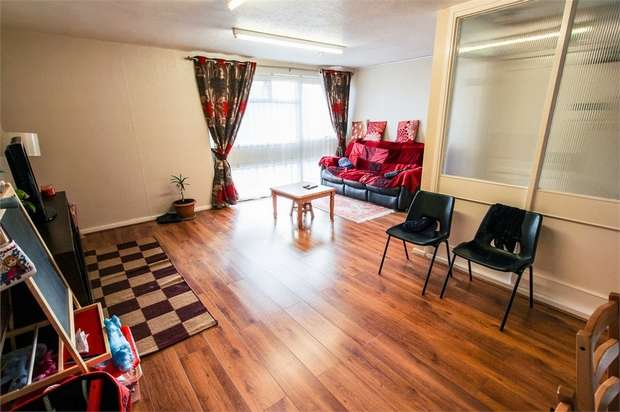 3 Bedrooms Maisonette Flat for sale in Croxden Close, Edgware, Middlesex