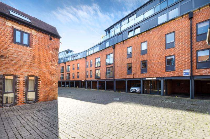3 Bedrooms Apartment Flat for sale in The Lion Brewery, St. Thomas Street, Oxford, Oxfordshire