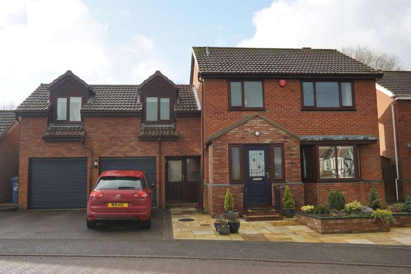 4 Bedrooms Detached House for sale in Newby Farm Road, Scarborough, YO12 6UJ