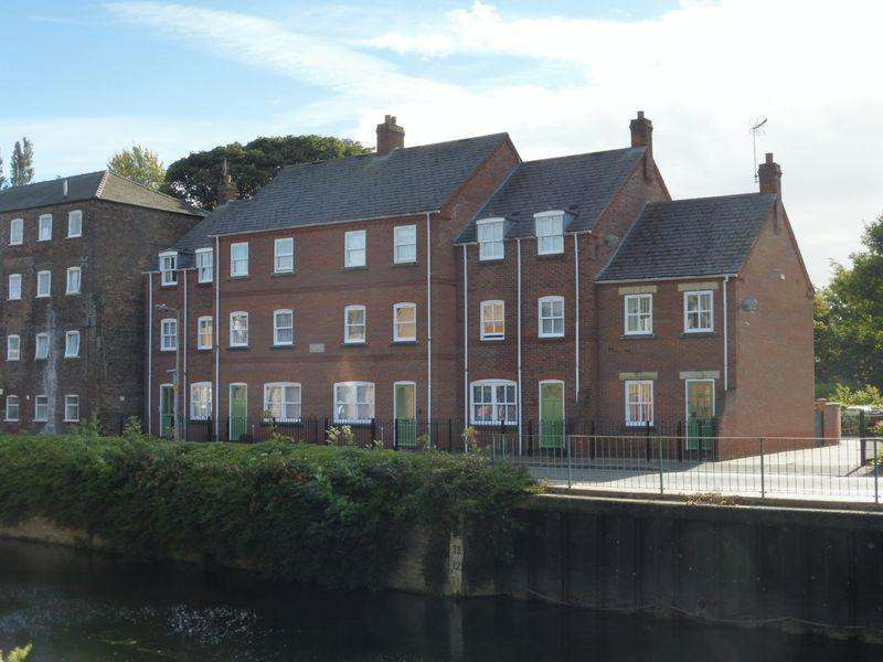 2 Bedrooms Flat for sale in Abbey House, Spalding