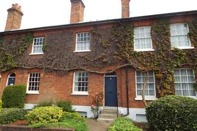 3 Bedrooms Terraced House for rent in Romsey