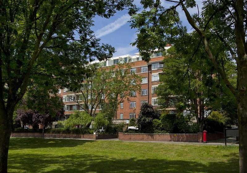 3 Bedrooms Flat for sale in St James's Close, Regent's Park, London, NW8
