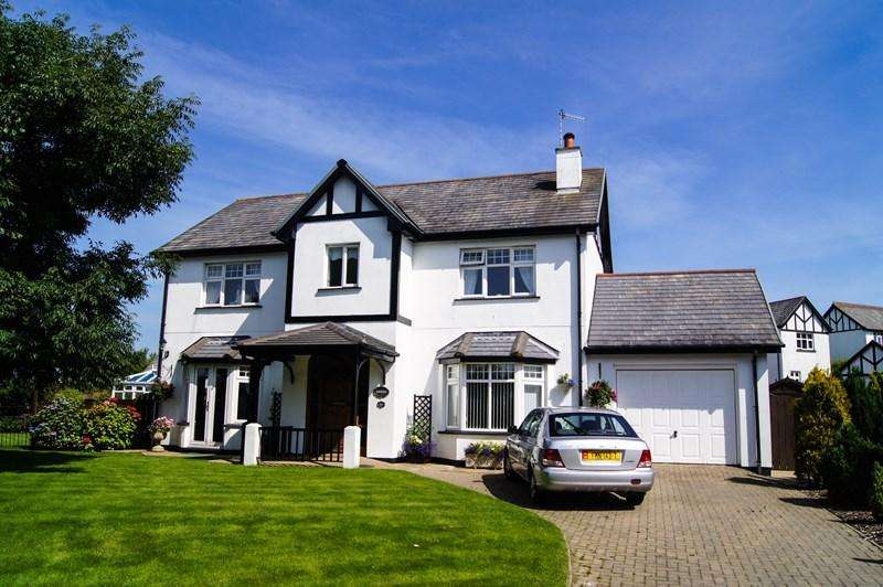 4 Bedrooms Detached House for sale in Amberleigh, 86 Fairways Drive, Mount Muray, Santon, IM4 2JF
