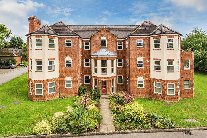 2 Bedrooms Apartment Flat for rent in Hale Place, Farnham