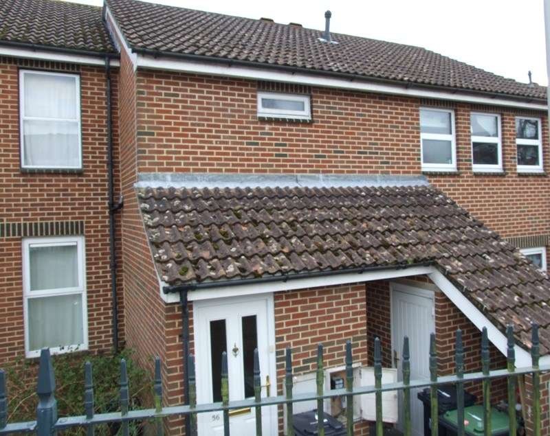 2 Bedrooms Flat for rent in Lockyers Way, Poole