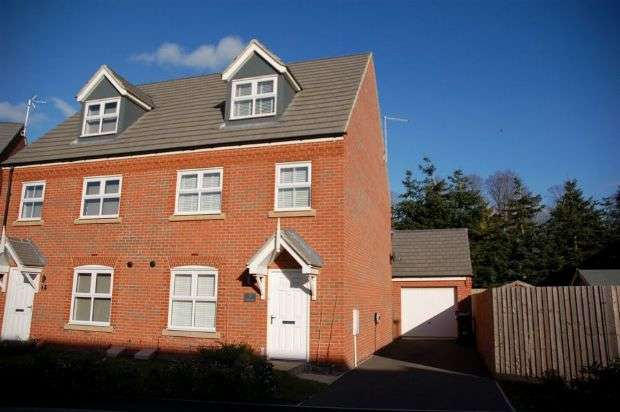 3 Bedrooms Town House for sale in Turnpike, Moulton, Northampton NN3 7DJ