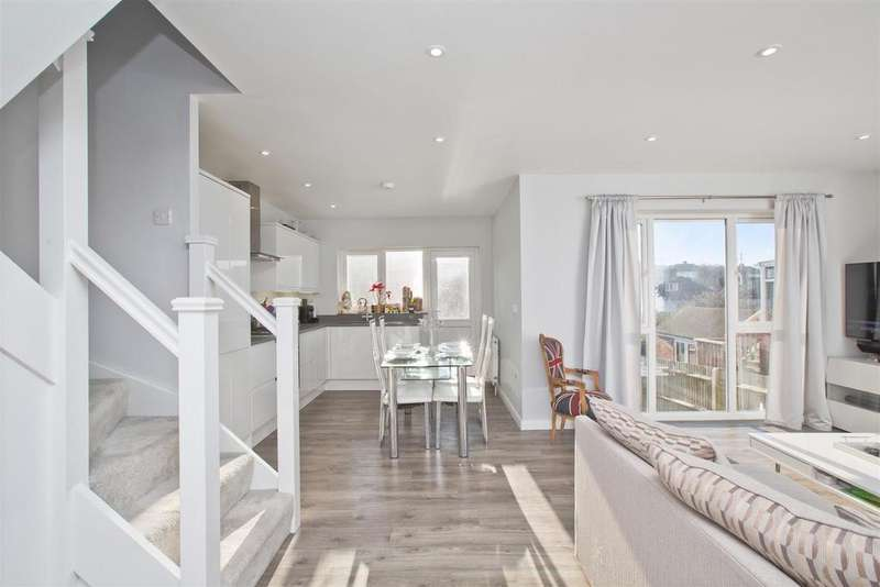 4 Bedrooms Semi Detached Bungalow for sale in Dale Crescent, Patcham, Brighton