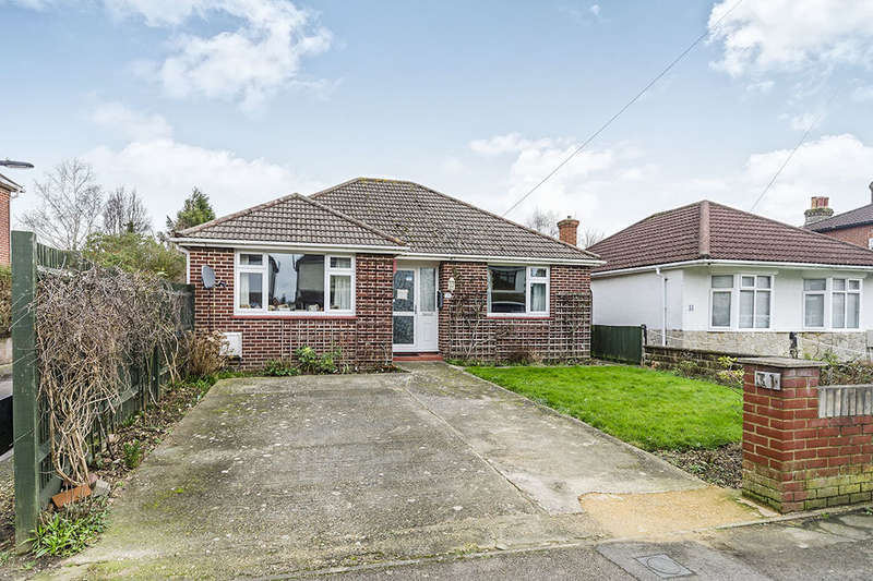 2 Bedrooms Detached Bungalow for sale in Heathfield Road, Southampton, SO19