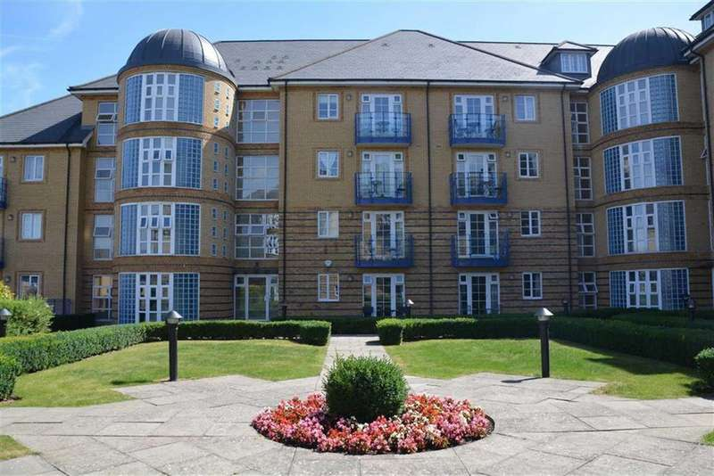 2 Bedrooms Flat for rent in Newland Gardens, Hertford, Herts, SG13