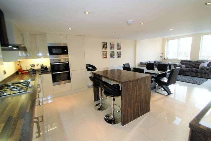 4 Bedrooms Detached House for sale in Greenside Gardens, Friendly, Sowerby Bridge