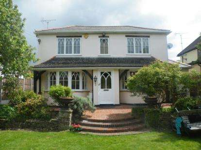 4 Bedrooms Detached House for sale in Buckhurst Hill, Essex