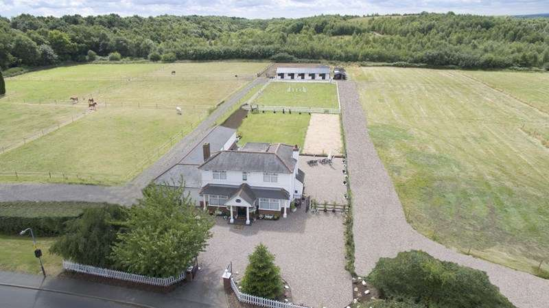 3 Bedrooms Equestrian Facility Character Property for sale in Edge Hill, Wood End, Atherstone