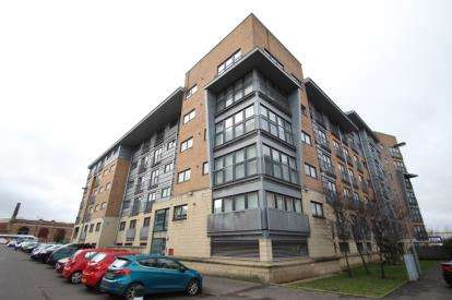 2 Bedrooms Flat for sale in Barrland Street, Glasgow