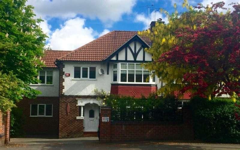 4 Bedrooms Semi Detached House for sale in BRIDGE LANE, Bramhall