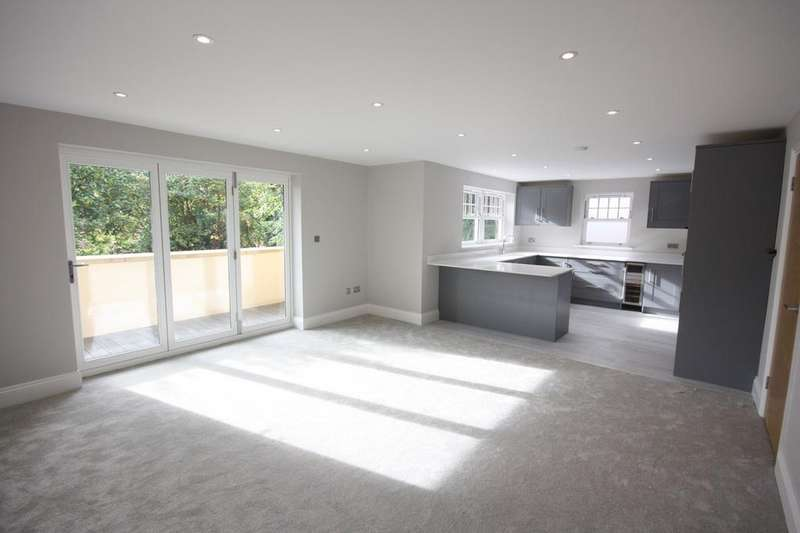 2 Bedrooms Apartment Flat for sale in Shenfield Road, Shenfield, Brentwood, CM15