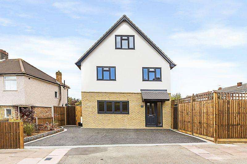 4 Bedrooms Detached House for sale in Fen Grove, Sidcup