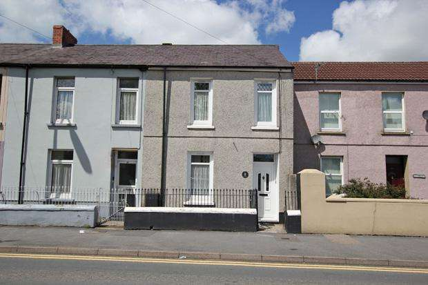 2 Bedrooms Terraced House for sale in St. Catherine Street, Carmarthen, Carmarthenshire
