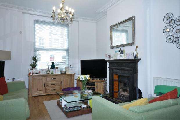 3 Bedrooms Apartment Flat for sale in Windsor Road, London, N7