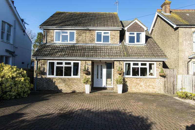 4 Bedrooms Detached House for sale in Tubbenden Lane South, Farnborough Village, Kent, BR6