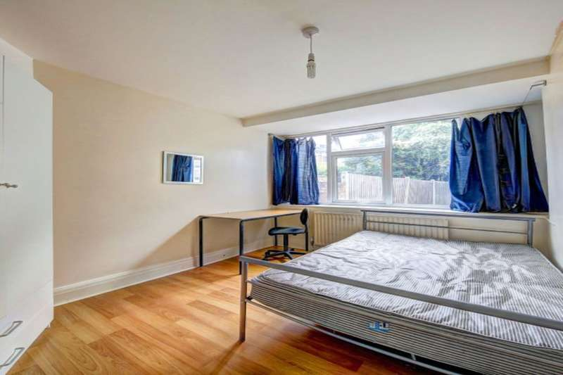 5 Bedrooms Property for rent in Oaklea Passage, Kingston Upon Thames, KT1