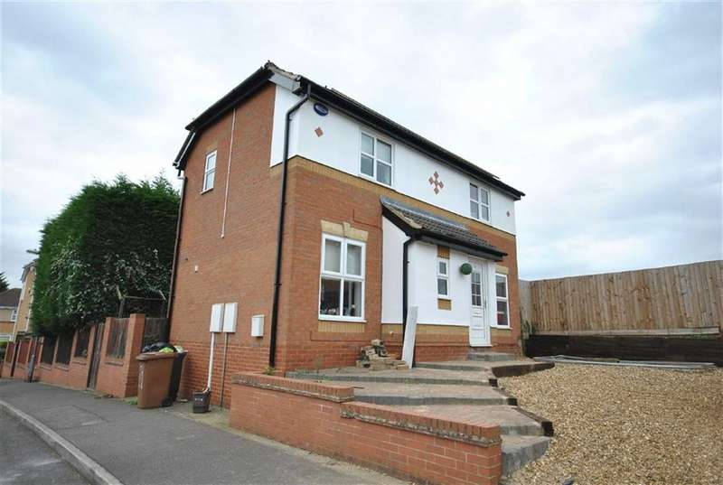 3 Bedrooms Detached House for sale in Sandringham Gardens