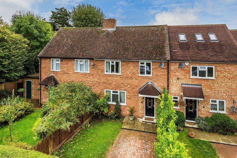 3 Bedrooms Terraced House for sale in The Oval, Guildford