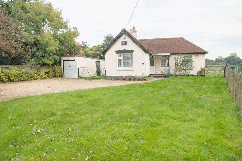 2 Bedrooms Detached Bungalow for sale in Rough Common