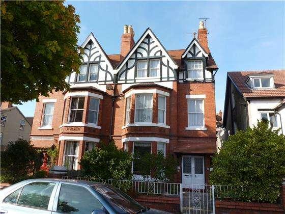 8 Bedrooms Semi Detached House for sale in 3 Rosebery Avenue, Llandudno, LL30 1TF