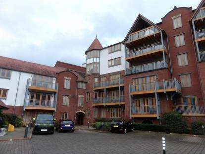 2 Bedrooms Flat for sale in Foregate Street, Chester, Cheshire, CH1