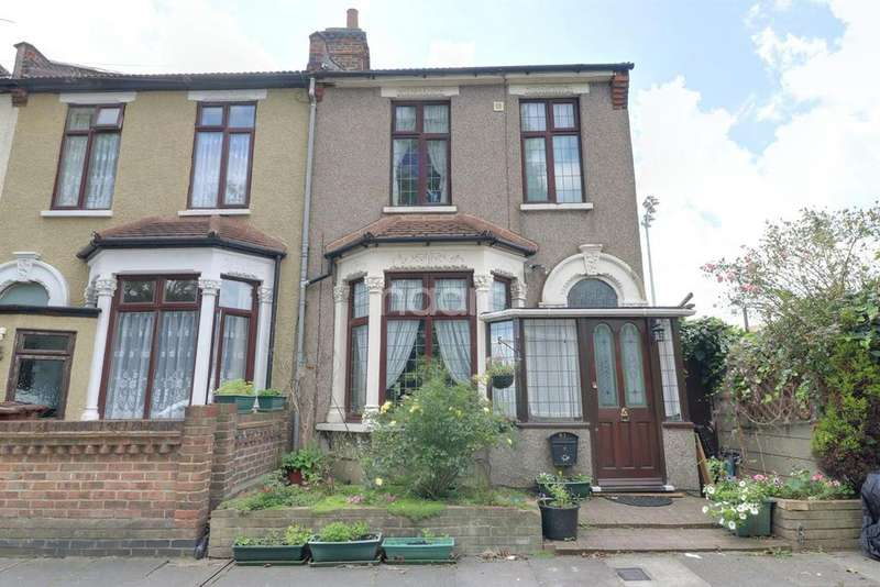 3 Bedrooms End Of Terrace House for sale in Bury Road