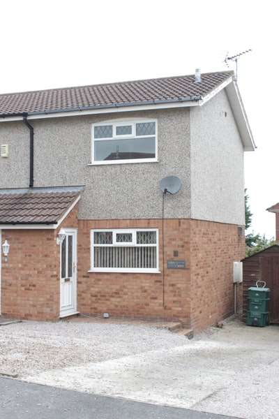 2 Bedrooms Semi Detached House for sale in Fron Uchaf, Colwyn Bay, Clwyd, LL29