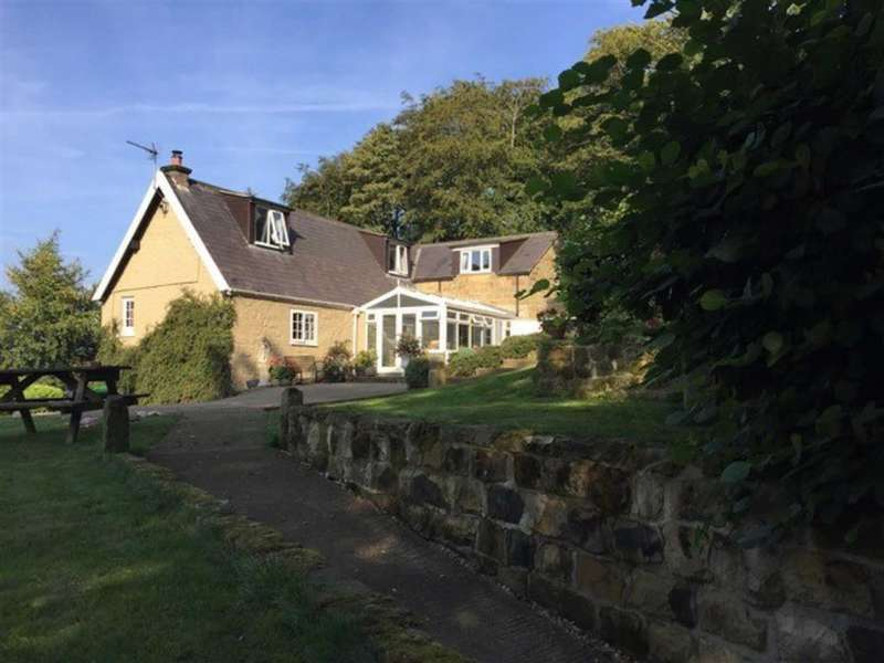 3 Bedrooms Detached House for sale in Brackenhill Lane, Whitby