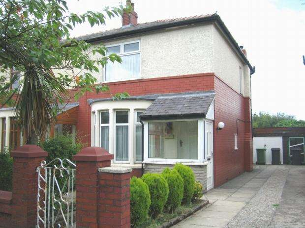 2 Bedrooms Semi Detached House for sale in Balmoral Road Accrington