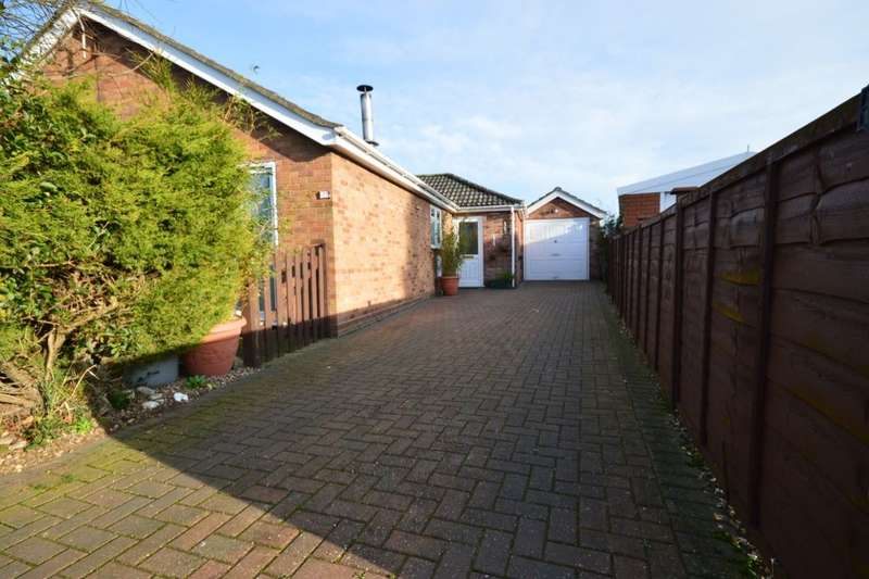 4 Bedrooms Detached Bungalow for sale in Hilltop Close, Eagle, Lincoln, LN6