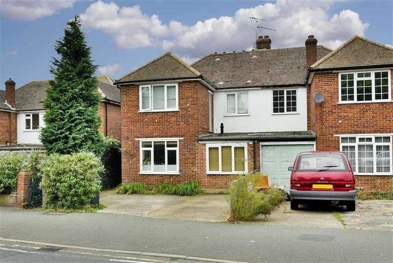 4 Bedrooms Semi Detached House for sale in Garrison Lane, Chessington, Surrey