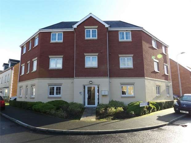2 Bedrooms Flat for sale in Six Mills Avenue, Gorseinon, Swansea, West Glamorgan