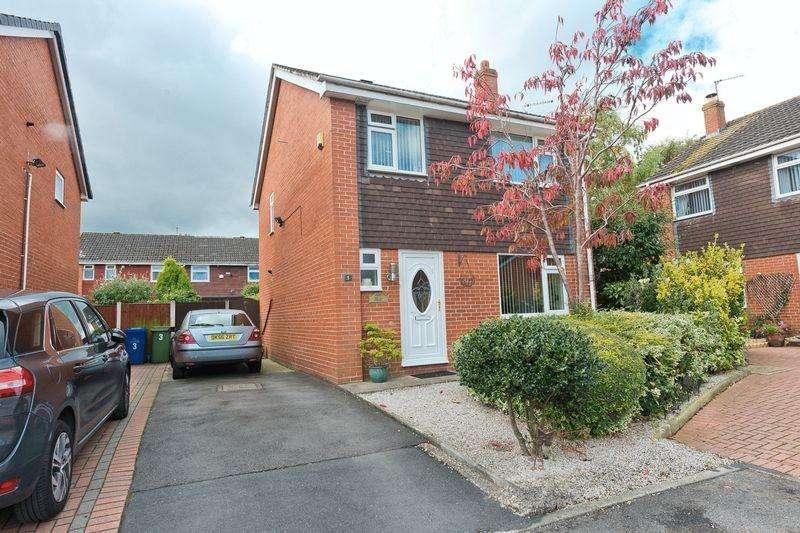 3 Bedrooms Detached House for sale in Linwood Close, Sutton Park, Runcorn