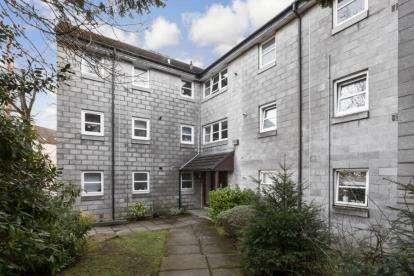 2 Bedrooms Flat for sale in Auldhouse Court, Glasgow, Lanarkshire