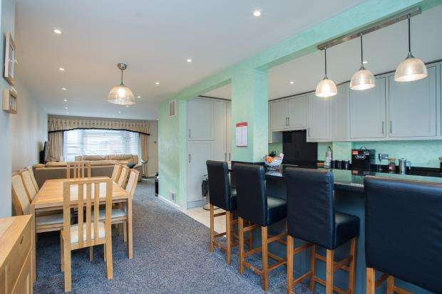 3 Bedrooms Semi Detached House for sale in Epsom, Surrey, England