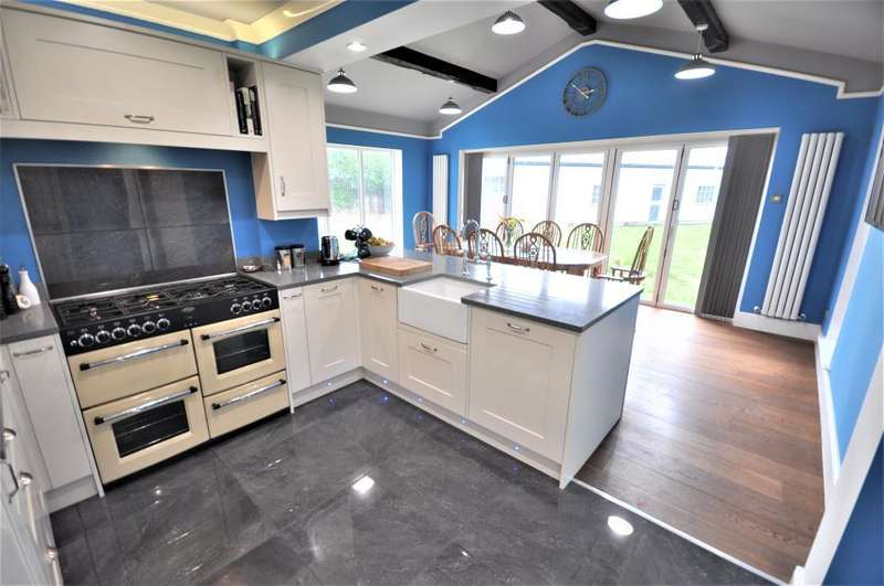 3 Bedrooms Detached Bungalow for sale in The Crescent, Freckleton, Preston, Lancashire, PR4 1UL