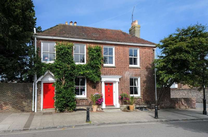 4 Bedrooms Detached House for sale in St Peters Road, Petersfield, GU32