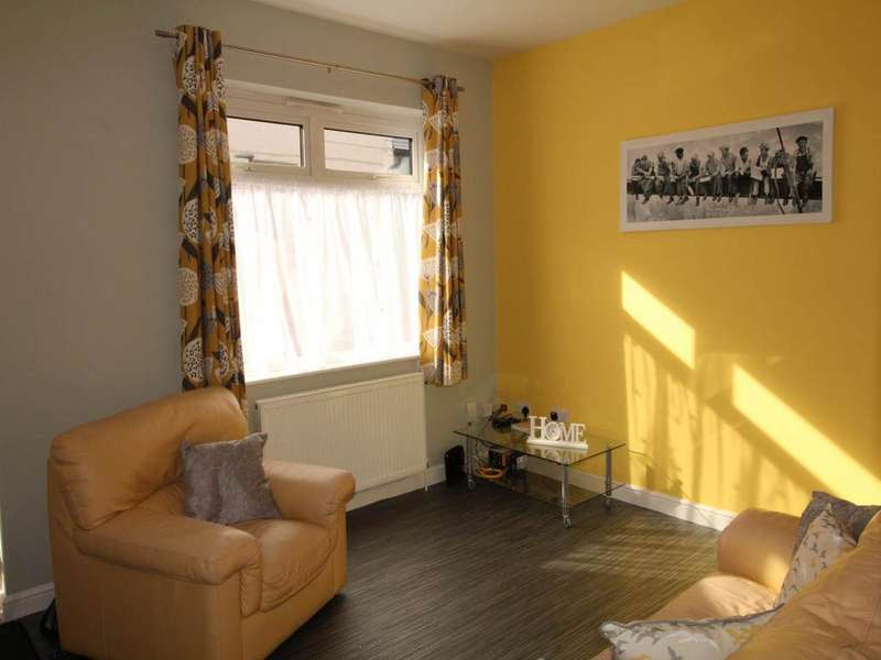 3 Bedrooms Terraced House for rent in Hoult Street, Derby,