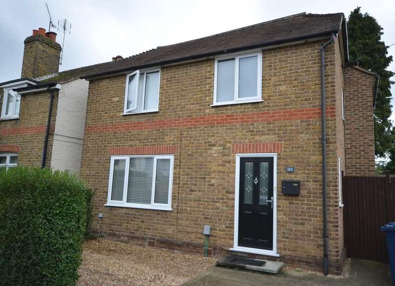 3 Bedrooms Detached House for sale in Badshot Lea Road, Badshot Lea