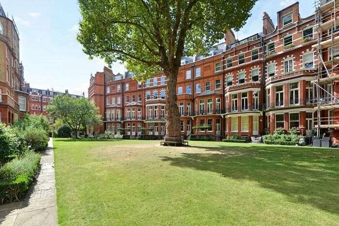 Flat for sale in Egerton Gardens, Knightsbridge, London, SW3