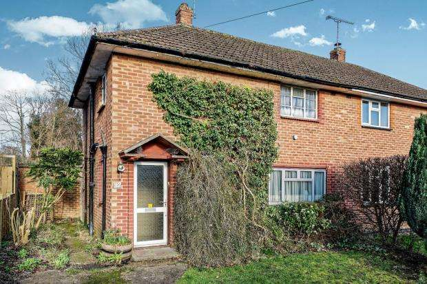 3 Bedrooms Semi Detached House for sale in Bookham, Surrey