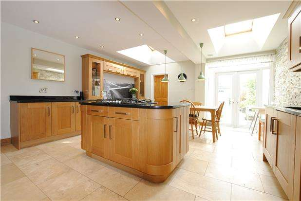 4 Bedrooms Terraced House for sale in Howard Road, Southville, Bristol, BS3 1QE